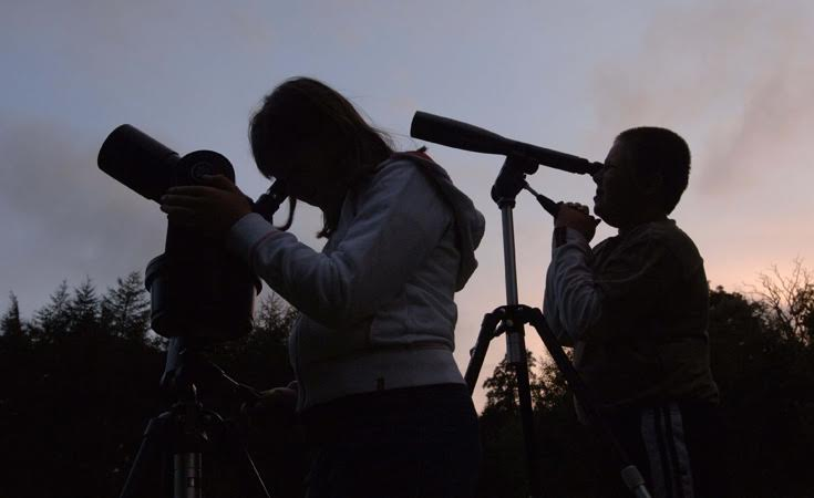 Our guide to Stargazing Events for kids in North East England 2017 | kids with telescopes
