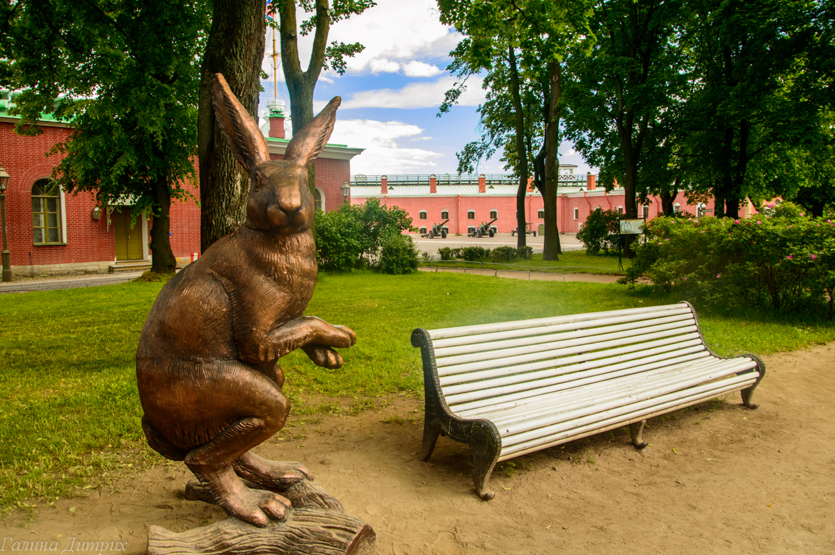 Алиса в стране чудес в Петропавлоской крепости фото