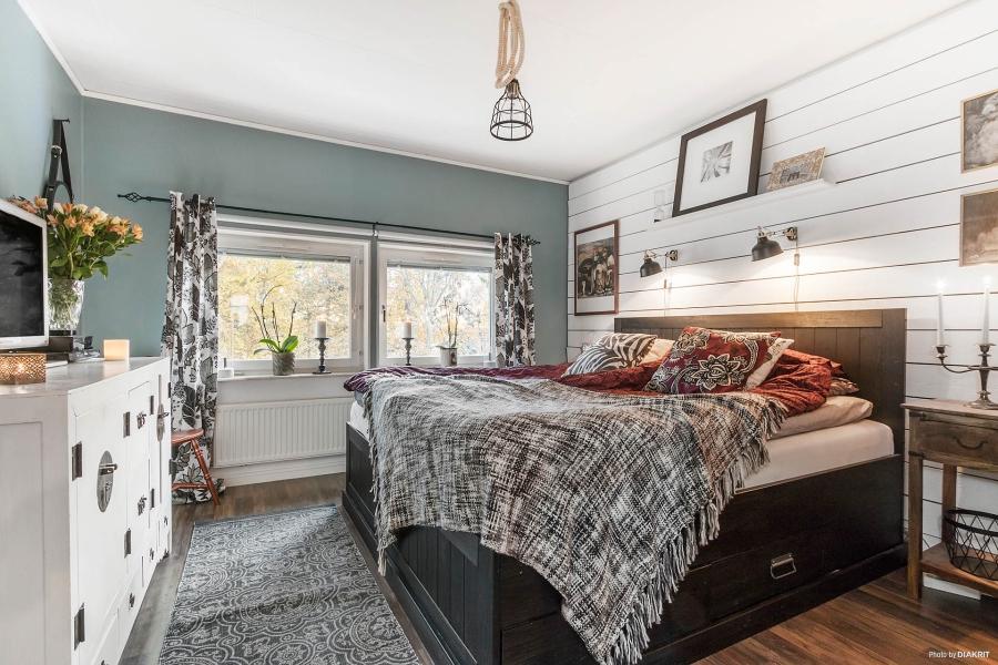 Szachownica, wystrój wnętrz, wnętrza, urządzanie mieszkania, dom, home decor, dekoracje, aranżacje, styl skandynawski, scandinavian style, styl rustykalny, rustic style, sypialnia, bedroom
