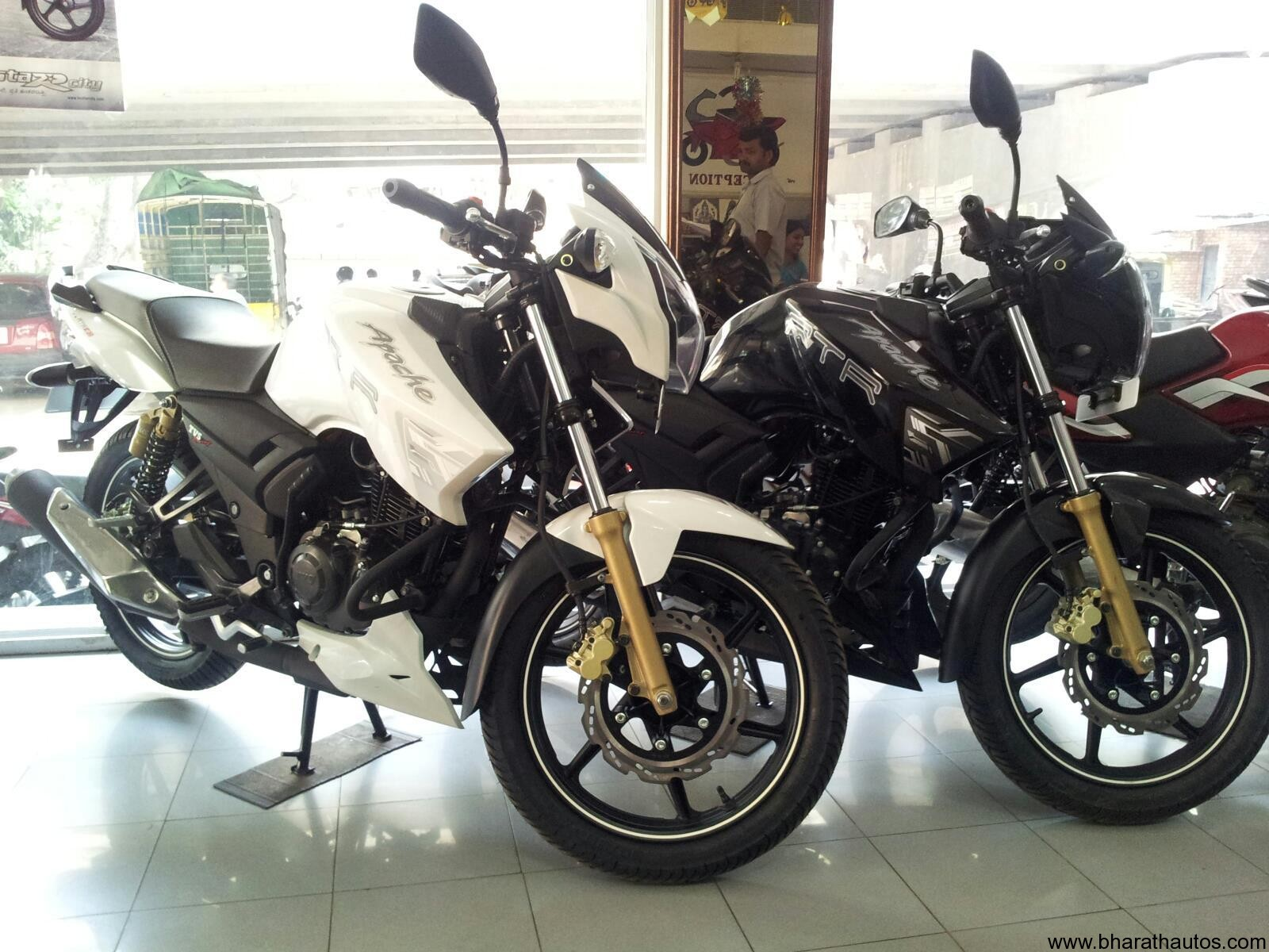 The All New Tvs Apache Rtr 180 Abs Photoworld
