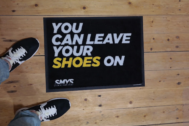 YOU CAN LEAVE YOUR SHOES ON - SMYS FUßMATTE | VERLOSUNG