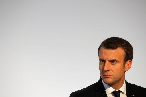 Macron pide sancionar a Al Assad tras el fin de la guerra siria