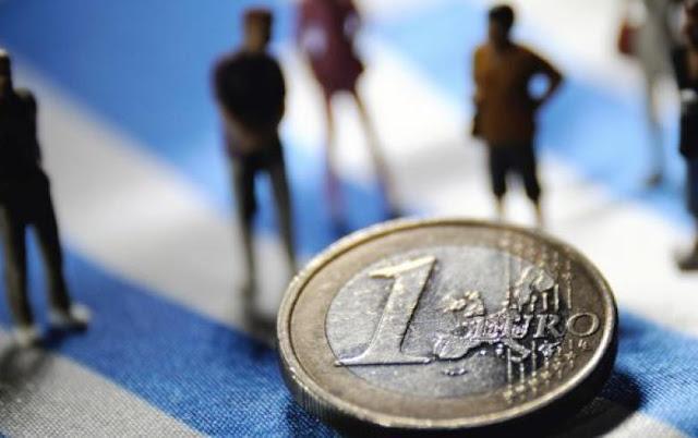 Οι μισθοί στην Ελλάδα έχουν μειωθεί κατά 28% στα χρόνια της κρίσης