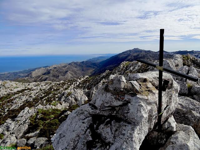En la cima de Peña Blanca en la Sierra del Cuera.