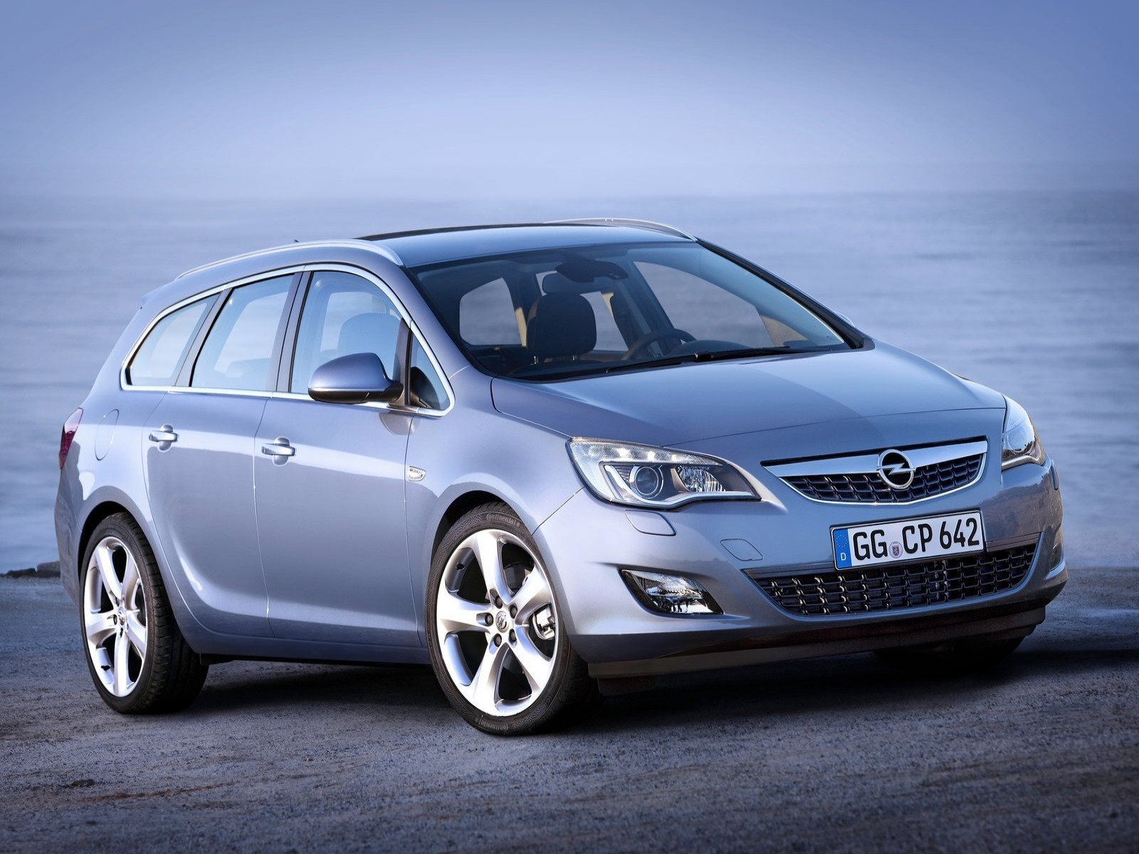 Car Pictures: Opel Astra Sports Tourer 2011