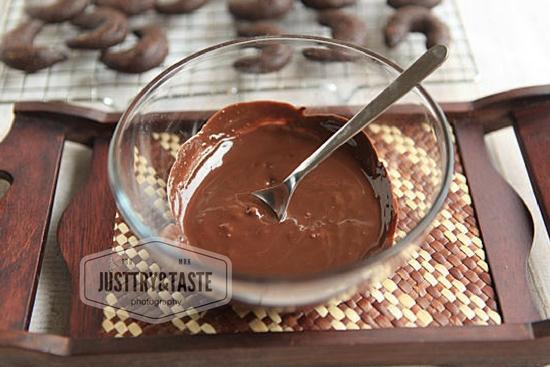 Resep Kue Kering Coklat Bulan Sabit JTT