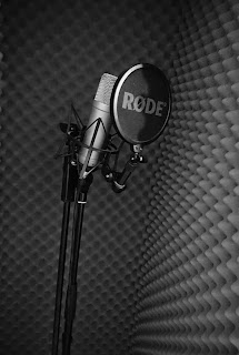 Laulukoppi ja mikrofoni