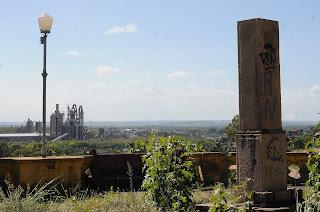 Balaustrada com mais de 100 anos está abandonada em JP