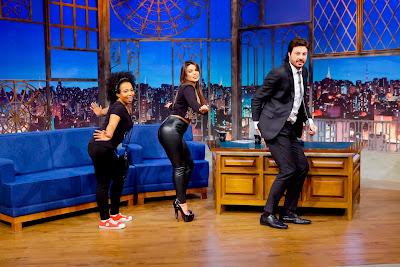 Juliana, Mari e Danilo dançam o hit 'Molinha' (Crédito: Gabriel Cardoso/SBT)