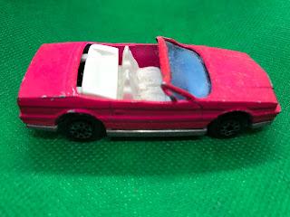 キャデラック アランテ のおんぼろミニカーを側面から撮影
