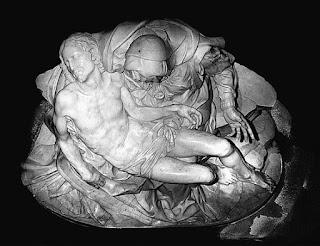 Foto de cima, Pietà do Michelangelo na Basílica de São Pedro