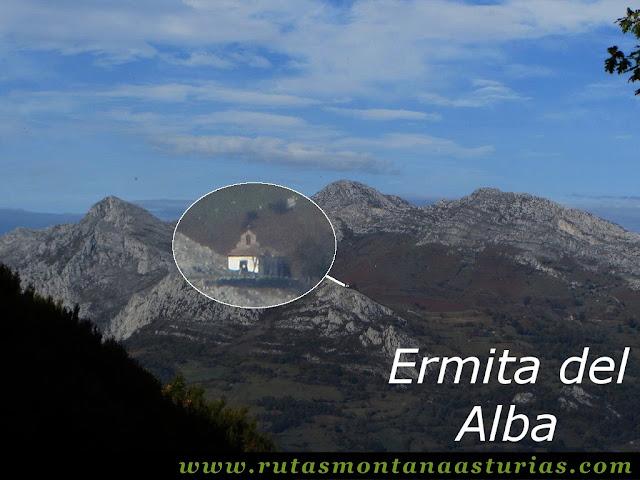 Circular Coañana Saleras: Vista de la Ermita del Alba