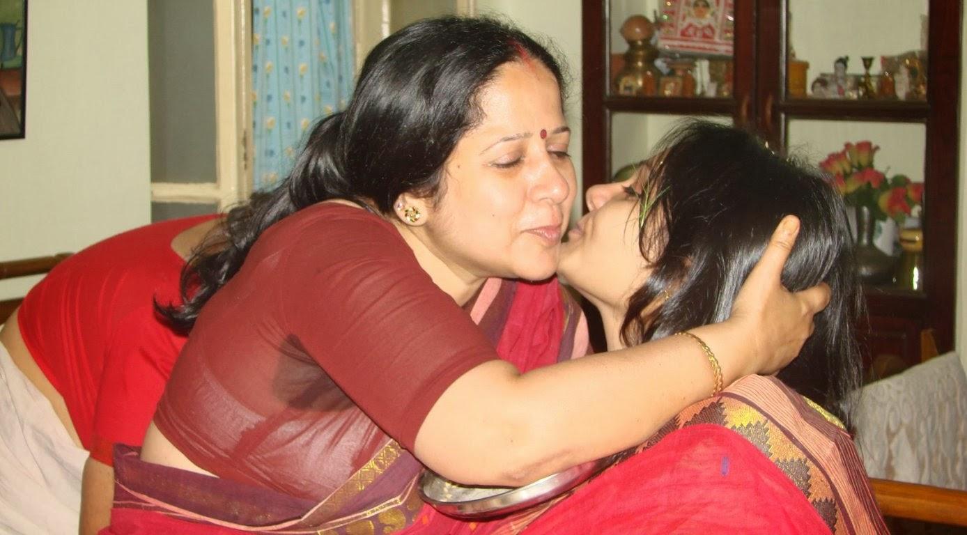 Satin silk saree muslim aunty showing boobs 4