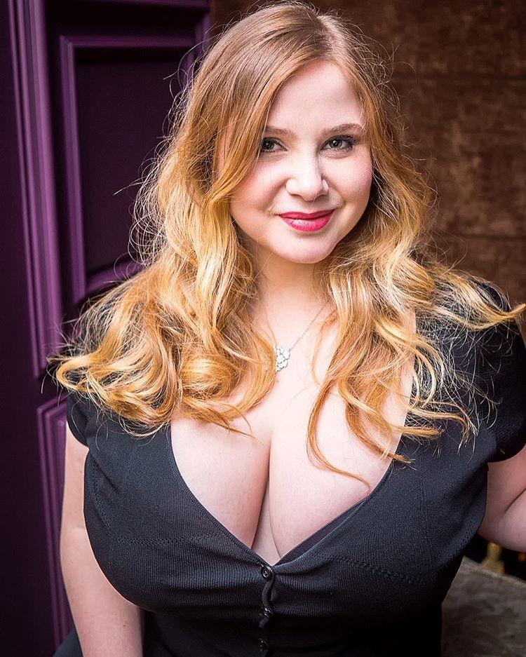 Big tit girlfriends pussy