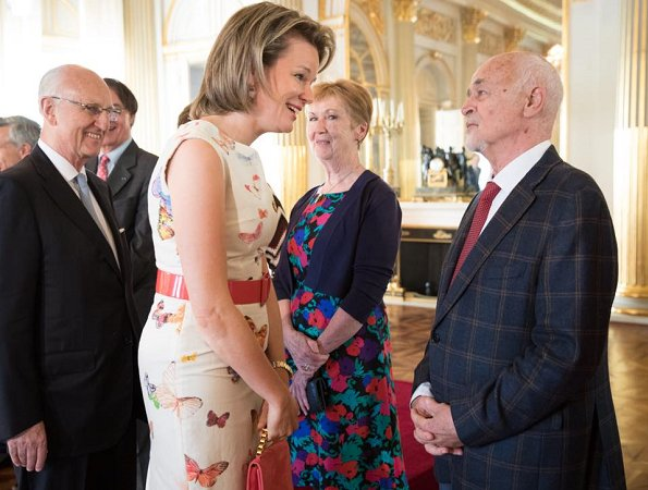 Queen Mathilde wore a butterfly print sleeveless dress by Bernard Depoorter. Crown Princess Elisabeth, Princess Eléonore and Prince Emmanuel