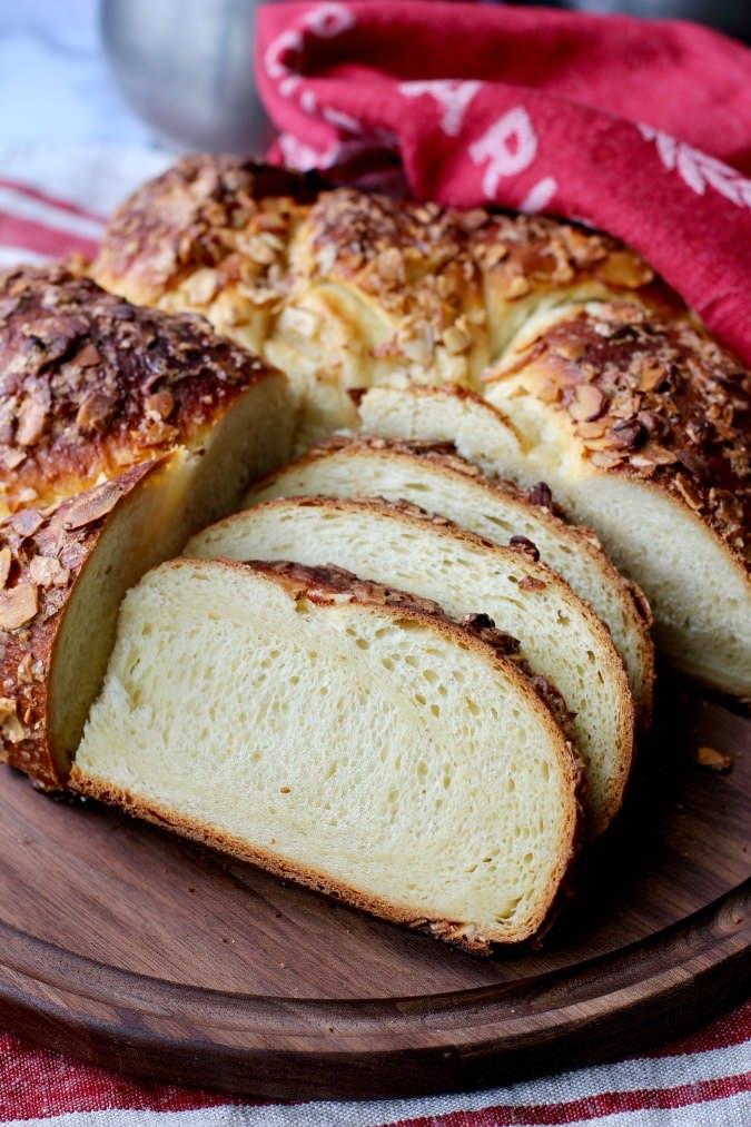 Ciambella Mandorlata Italian Easter Bread #bread #easterbread