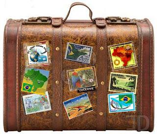 Mala com selos de várias partes do mundo