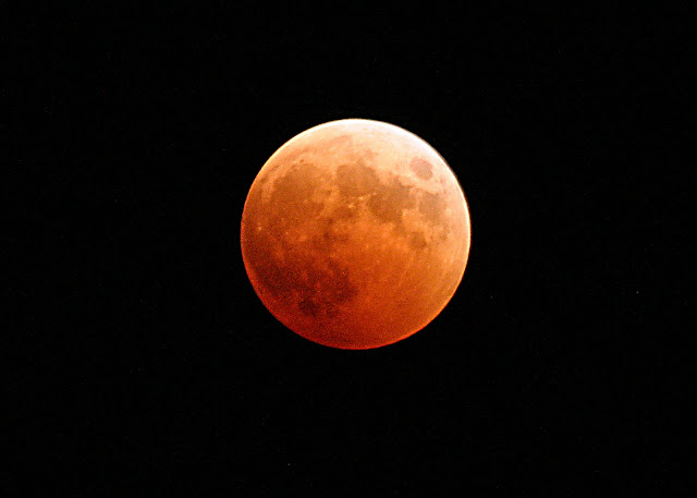 https://upload.wikimedia.org/wikipedia/commons/2/25/US_Navy_041027-N-9500T-001_The_moon_turns_red_and_orange_during_a_total_lunar_eclipse.jpg