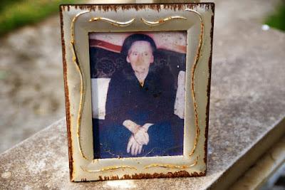Γυρεύοντας τον παππού και τη γιαγιά...  Η μαρτυρία του π. Ηλία Μάκου, που απέσπασε πανελλήνιο βραβείο από την Ένωση Ελλήνων Λογοτεχνών