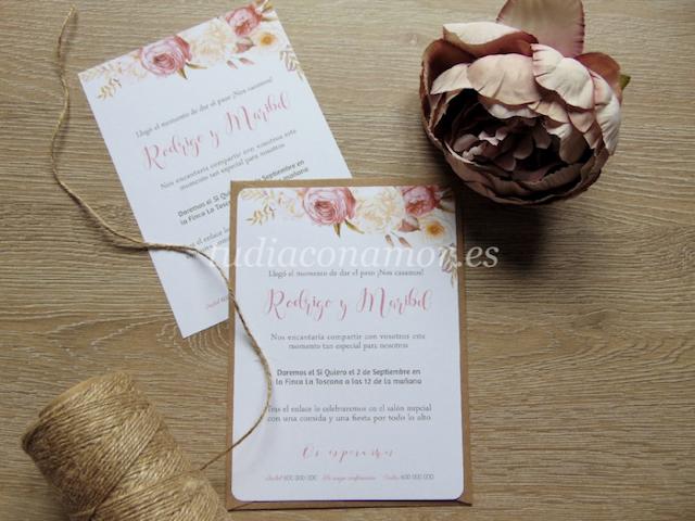 Invitación de boda de estilo rústico románticas con rosas pintadas en acuarela y nombres de estilo lettering