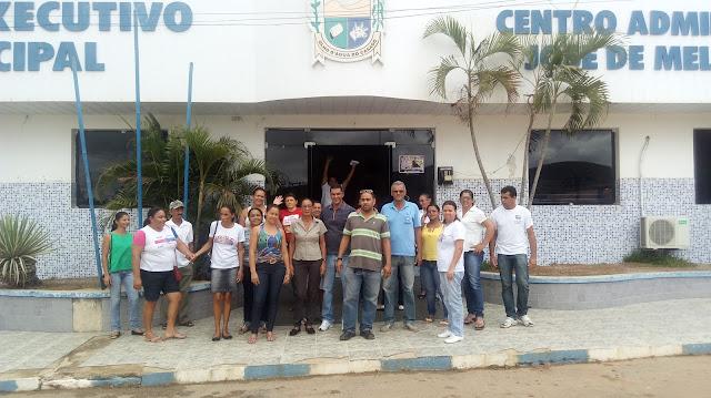 Prefeitura de Olho D'Água do Casado não paga décimo terceiro aos servidores da Saúde e categoria decide paralisar suas atividades