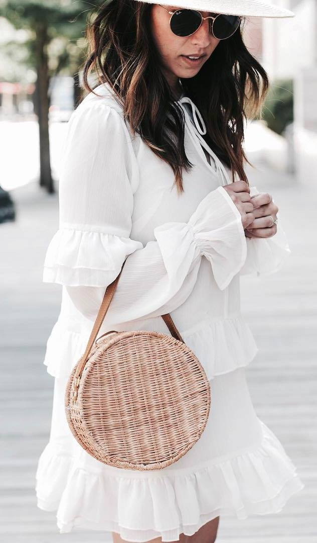 how to wear a round bag : white dress + hat