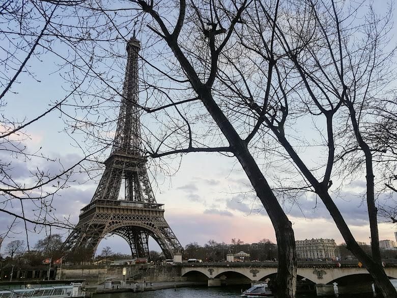 終於遇到非陰天的艾菲爾鐵塔了...