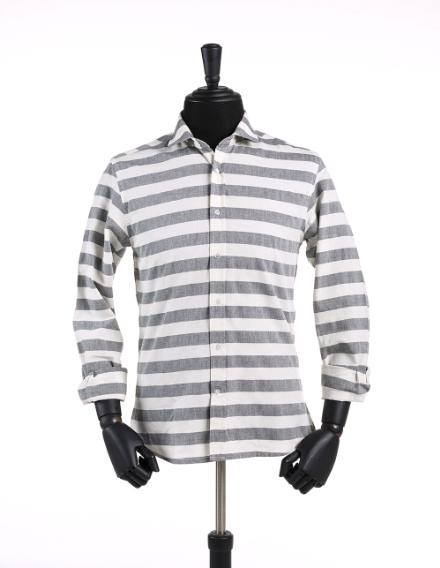 ed27a2c79 Camisa Masculina Liquid Listrada com modelagem slim fit. Esta camisa é  perfeita para momentos mais casuais e para pessoas com estilos mais  despojados.