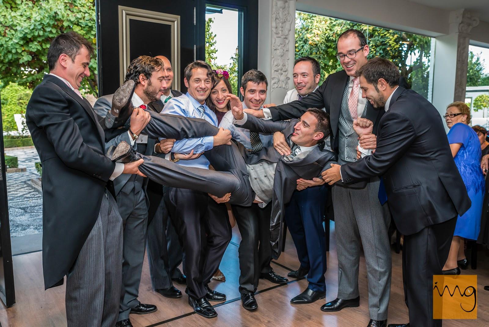 Fotografía divertida de boda en el Caballo Blanco, Granada