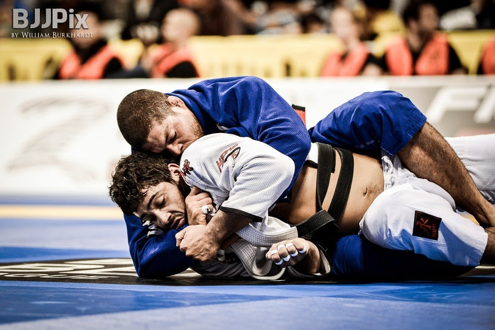 golpes-jiu-jitsu-pegada-pelas-costas