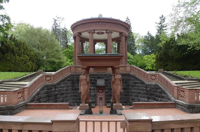 Kurpark in Bad Homburg - Elisabethenbrunnen