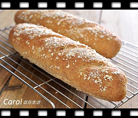 http://caroleasylife.blogspot.com/2016/07/oatmeal-honey-bread.html#more