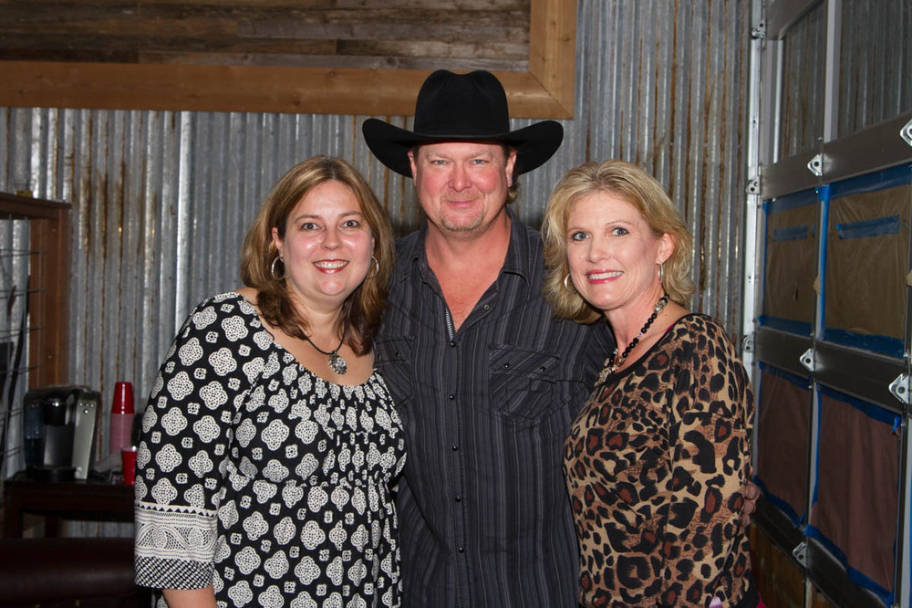 Ingoodetime july 2016 robin even arranged a meet and greet for us girls since kelley or i neither one are real big on meet and greets unless its brantley gilbert for me or m4hsunfo