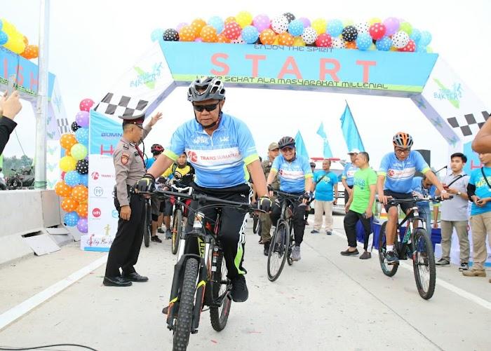 Wagub Bachtiar Basri Lepas 3.000 peserta Tour de Bakter dalam Rangka HUT Hutama Karya ke-58