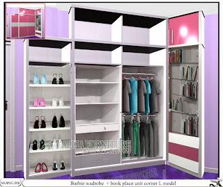 Lemari pakaian minimalis sudut Barbie