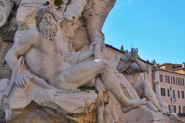 Fuente Fontana dei Quattro Fuimi en la Piazza Navona de Roma