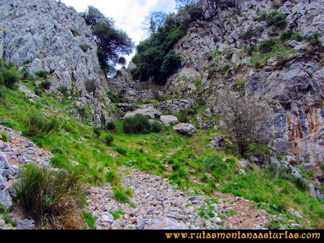 Ruta al Pico Gorrión: Descendiendo pequeña canal