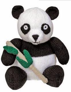 http://translate.google.es/translate?hl=es&sl=en&u=http://www.allaboutyou.com/knitting-patterns/toys-to-knit/knit-a-giant-panda-free-pattern-53826&prev=/search%3Fq%3Dhttp://www.allaboutyou.com/knitting-patterns/toys-to-knit/knit-a-giant-panda-free-pattern-53826%26safe%3Doff%26biw%3D1429%26bih%3D961