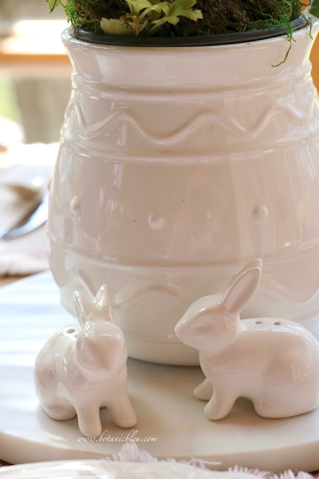 Easter tablesetting white ceramic Easter egg design flower vase with bunny salt and pepper shakers