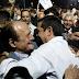 Σάλος από τις αγκαλιές Τσίπρα με Λυμπερόπουλο – «Γελάνε και τα πόμολα της Κουμουνδούρου», λέει το Twitter