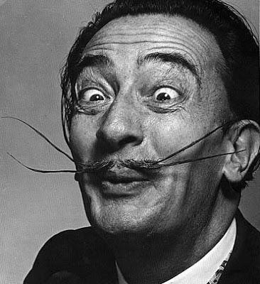 Foto de Salvador Dalí con ojos graseosos