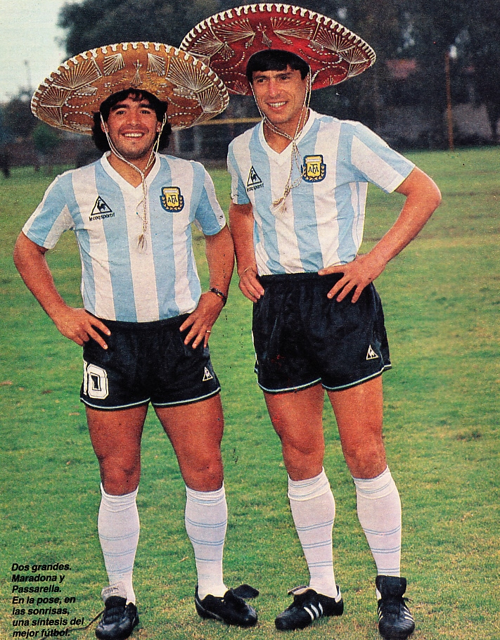 ¿Cuánto mide Diego Armando Maradona? - Altura - Real height Maradona%2Bpassarella