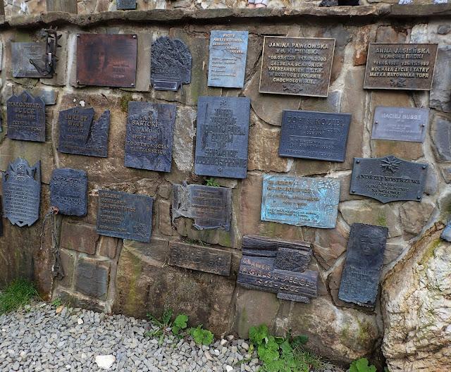 Symboliczny cmentarz na Wiktorówkach