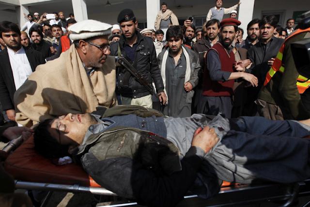 Matan 9 personas y hieren a decenas en ataque de los talibanes en Pakistán