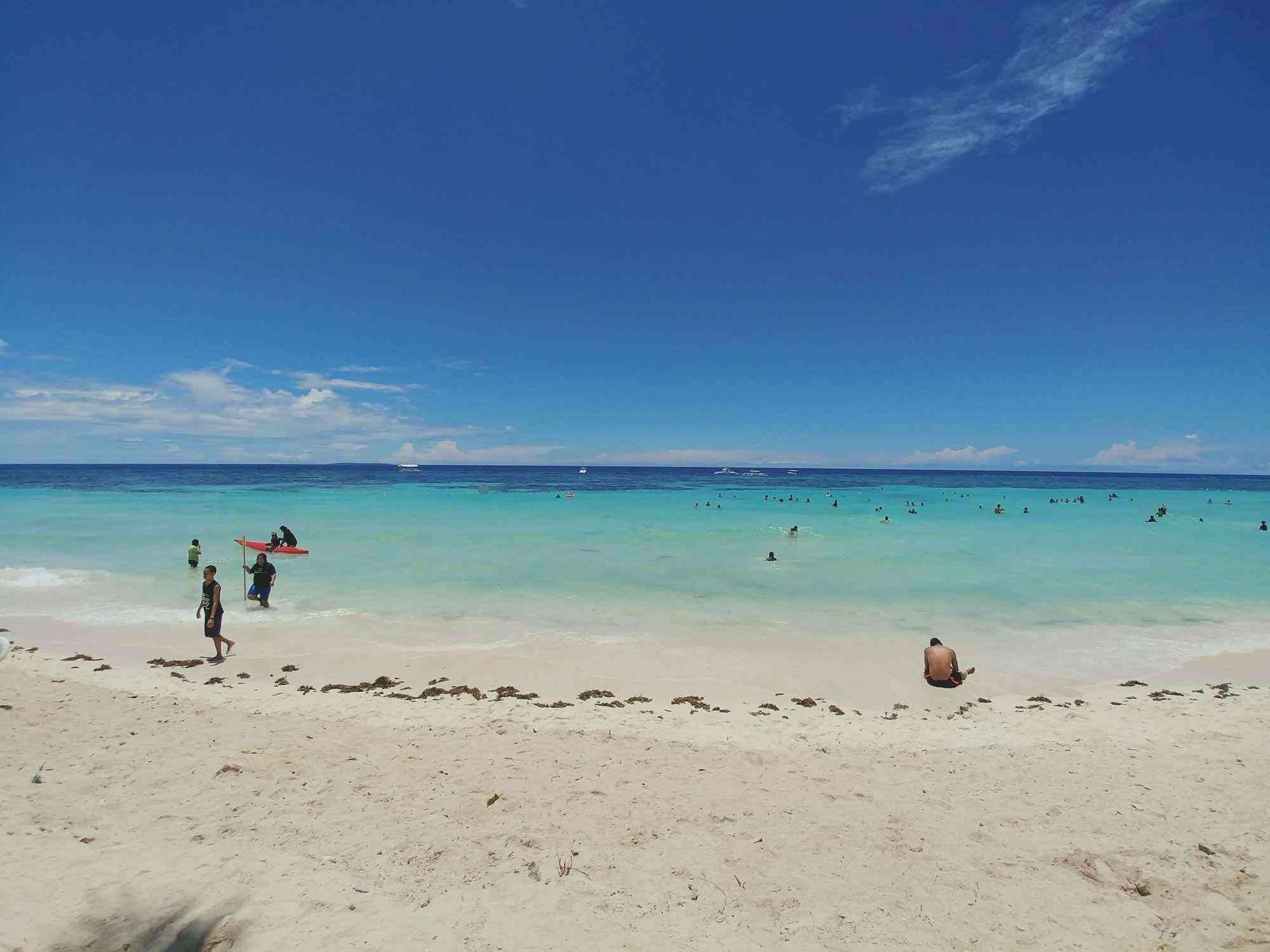 White sand of Dumaluan Beach in Bohol