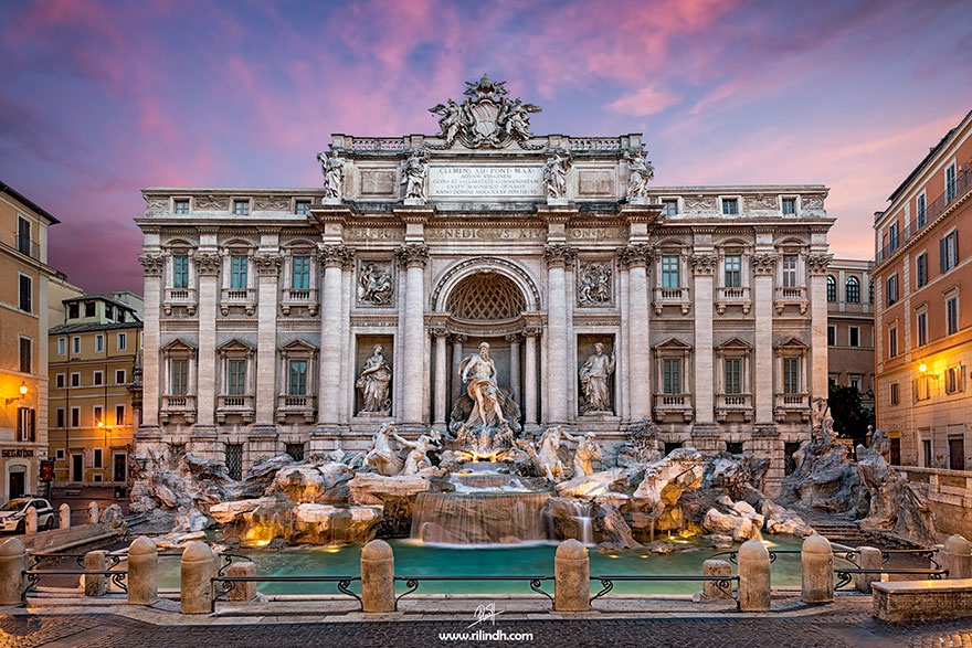 Travel Expectations Vs Reality (20+ Pics) - Admiring The Trevi Fountain In Rome, Italy