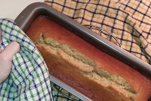 https://ruedesdemoiselles94.blogspot.com/2017/10/la-recette-du-banana-bread-cake-la.html
