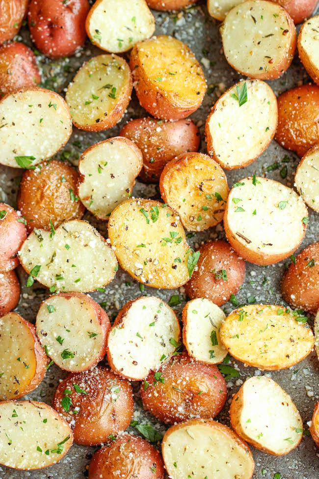 #Recipe : Garlic Parmesan Roasted Potatoes - My Favorite ...