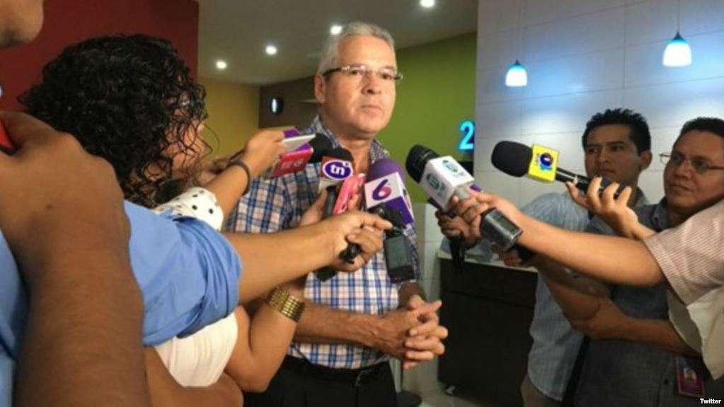 Carlos Pastora recibió una orden de retención en pleno aeropuerto hondureño / TWITTER