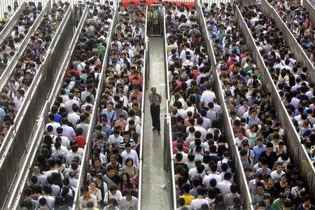 صور زحام المترو فى الصين بسبب اجراءات امنيه